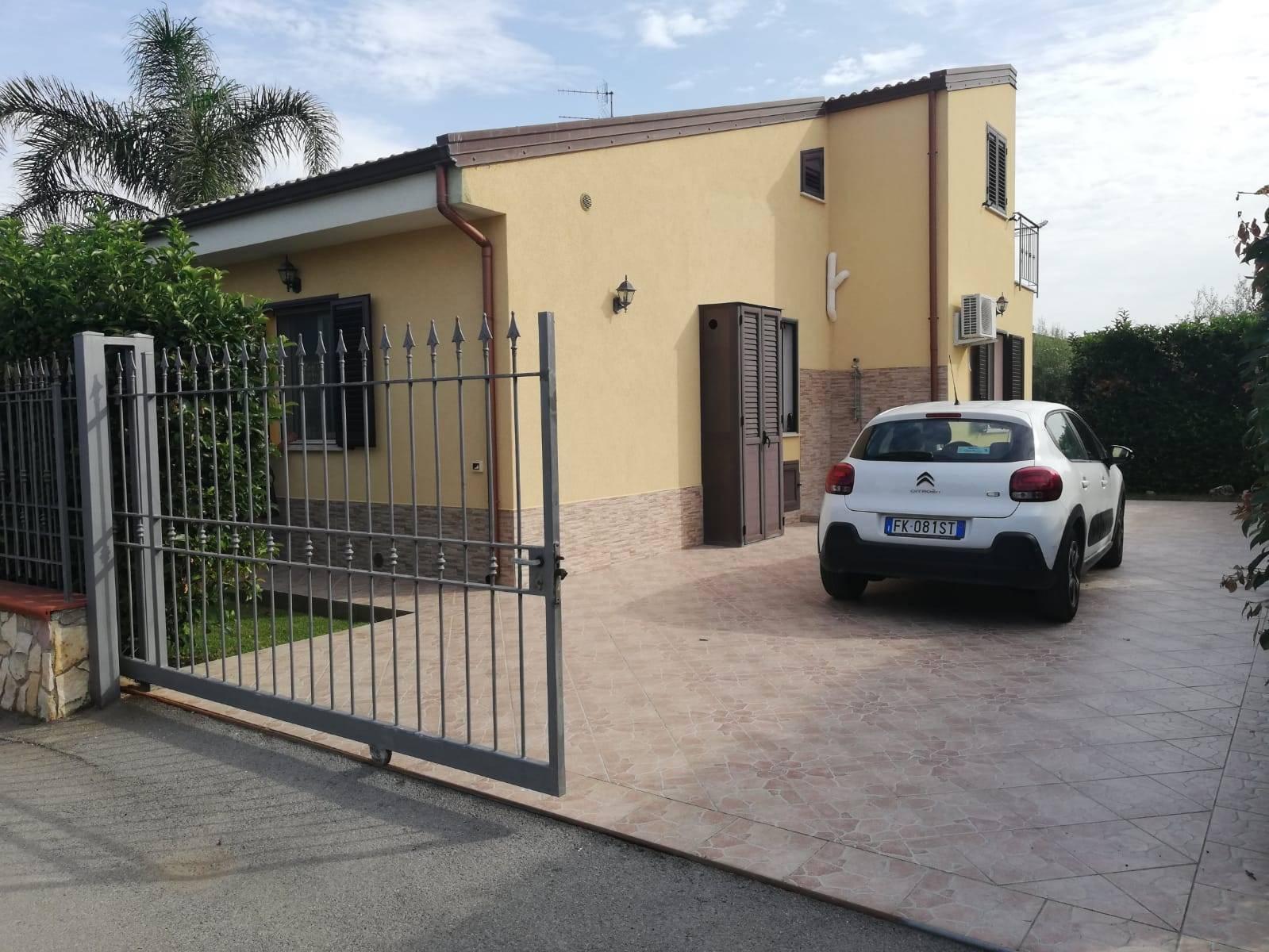 CAMPOFELICE DI ROCCELLA, Villa in affitto di 65 Mq, Buone condizioni, Riscaldamento Inesistente, Classe energetica: G, posto al piano Terra, composto