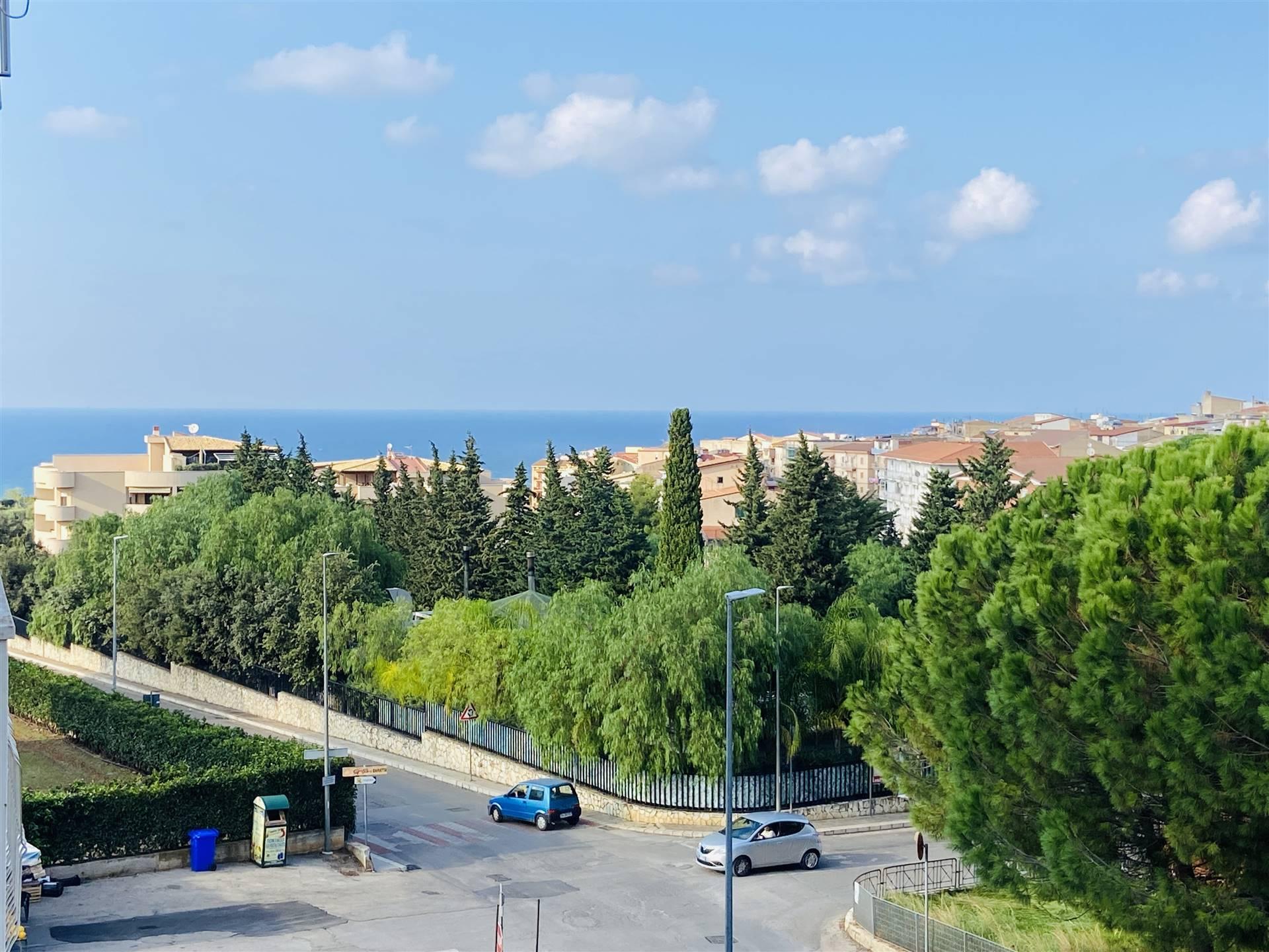 Appartamento in vendita a Campofelice di Roccella, 3 locali, prezzo € 105.000   CambioCasa.it