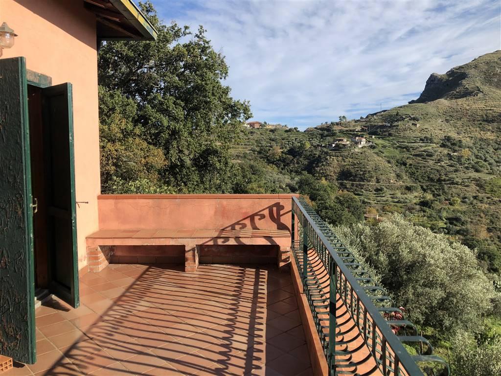 Villa, Castelmola, abitabile