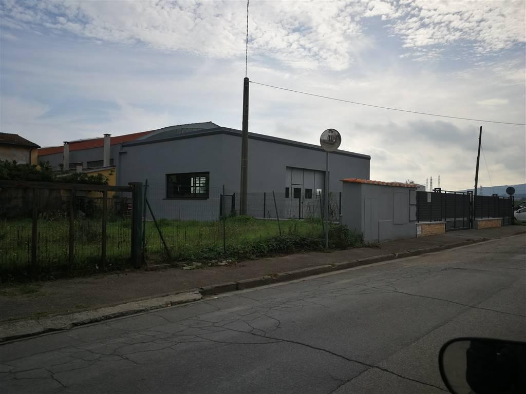CANDELI, POGGIO A CAIANO, Magazzino in affitto di 500 Mq, Classe energetica: G, composto da: 2 Vani, 2 Bagni, Prezzo: € 2.700