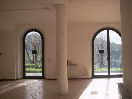 Immobile Commerciale in vendita a Borgo San Lorenzo, 3 locali, prezzo € 280.000   CambioCasa.it