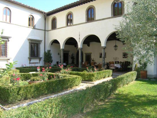 il loggiato con il giardino all'italiana