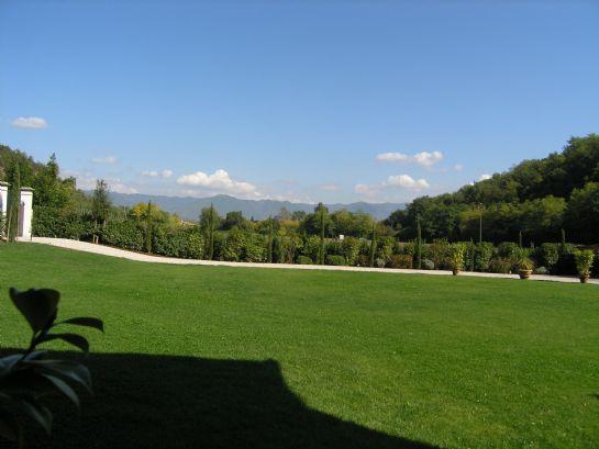Il parco con vista sulle montagne