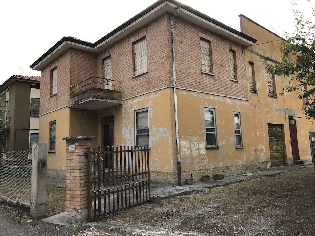 Casa singola, Praticello (sede Del Municipio), Gattatico, da ristrutturare