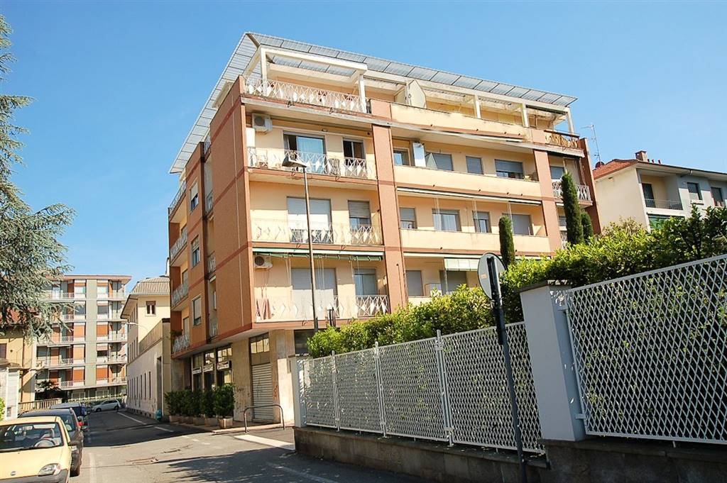 Trilocale in Via Bertarelli 3, Arona