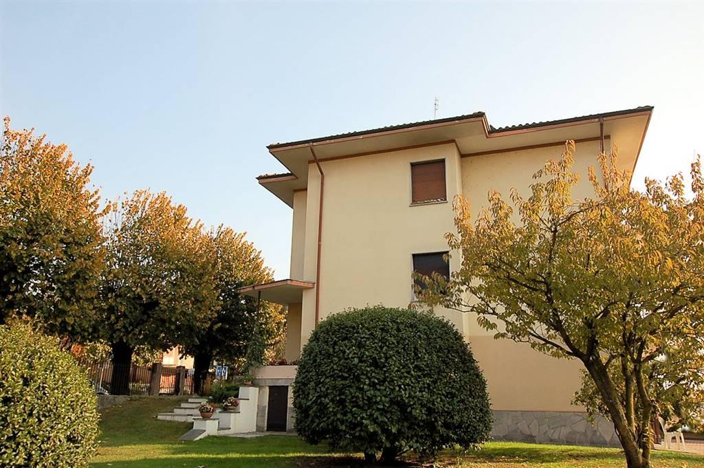 Appartamento indipendente in Viale Baracca  44, Arona