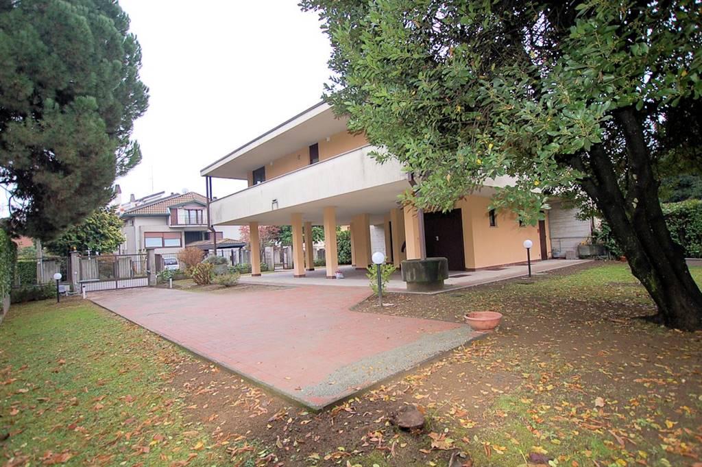 Bifamiliare in Via Alcide De Gasperi, Arona
