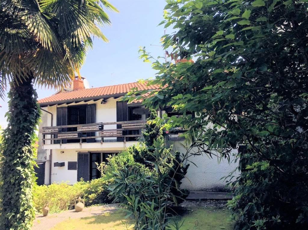 Casa singola in Via Chiesa  8, Paruzzaro