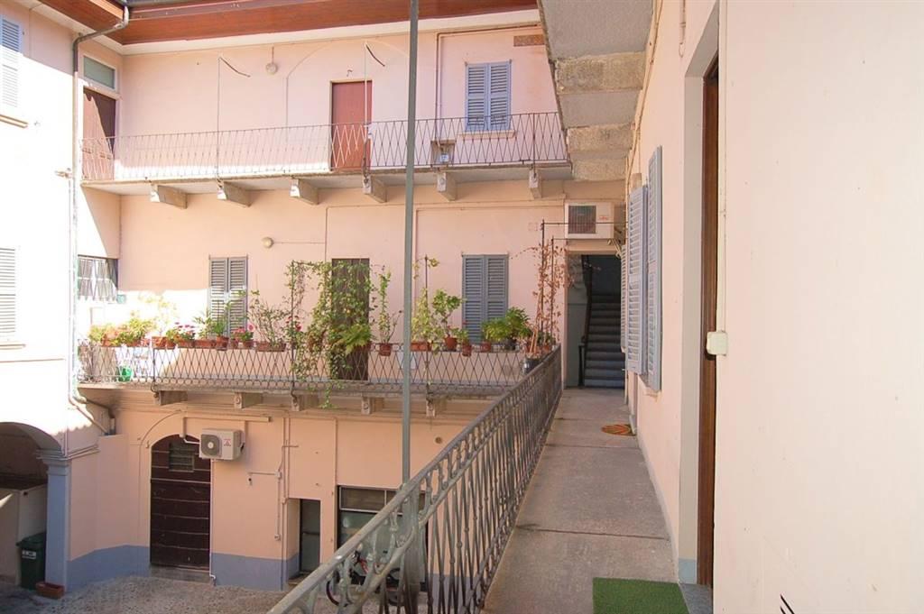 Bilocale in Corso Cavour 90, Arona