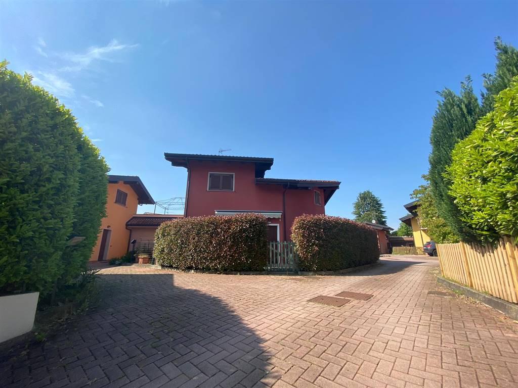 Villa in vendita a Invorio, 4 locali, prezzo € 190.000 | PortaleAgenzieImmobiliari.it