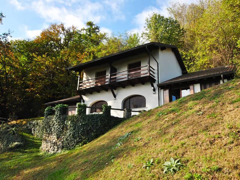 Villa in vendita a Massino Visconti, 8 locali, prezzo € 700.000 | PortaleAgenzieImmobiliari.it