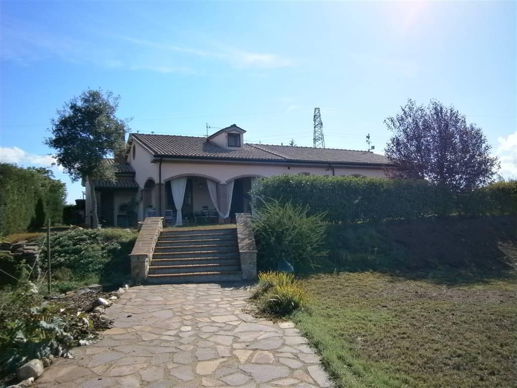 Villa, Follonica, seminuova