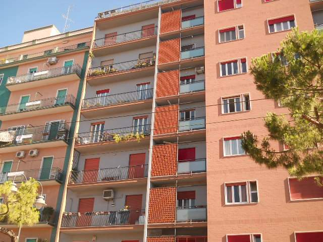 Appartamento in vendita a Bari, 5 locali, zona Zona: Libertà, prezzo € 195.000 | CambioCasa.it