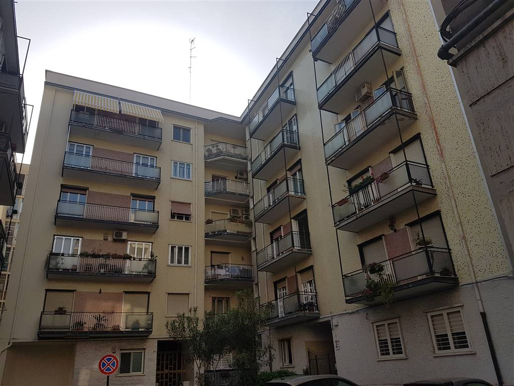 Appartamento in vendita a Bari, 5 locali, zona Zona: Libertà, prezzo € 220.000 | CambioCasa.it