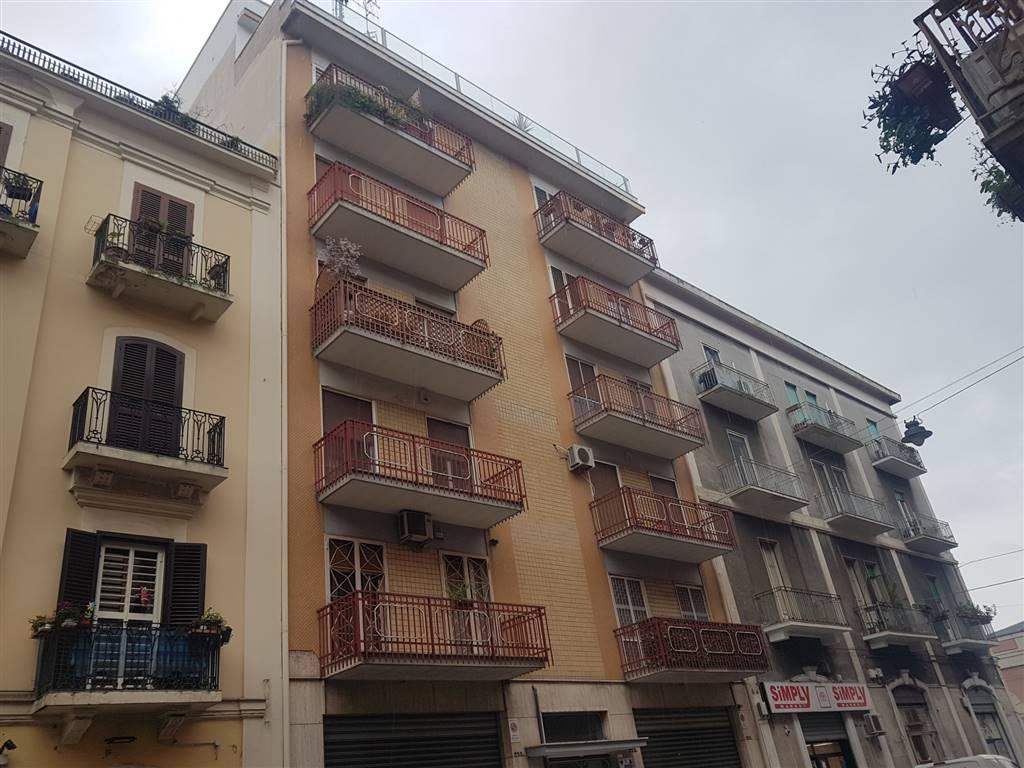 Appartamento in vendita a Bari, 5 locali, zona Zona: Libertà, prezzo € 185.000 | CambioCasa.it