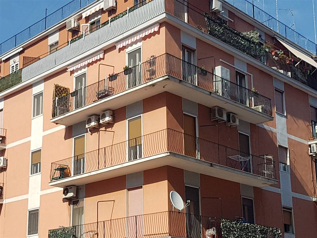 Trilocale in Giulio Petroni  102 d, Carrassi, Bari