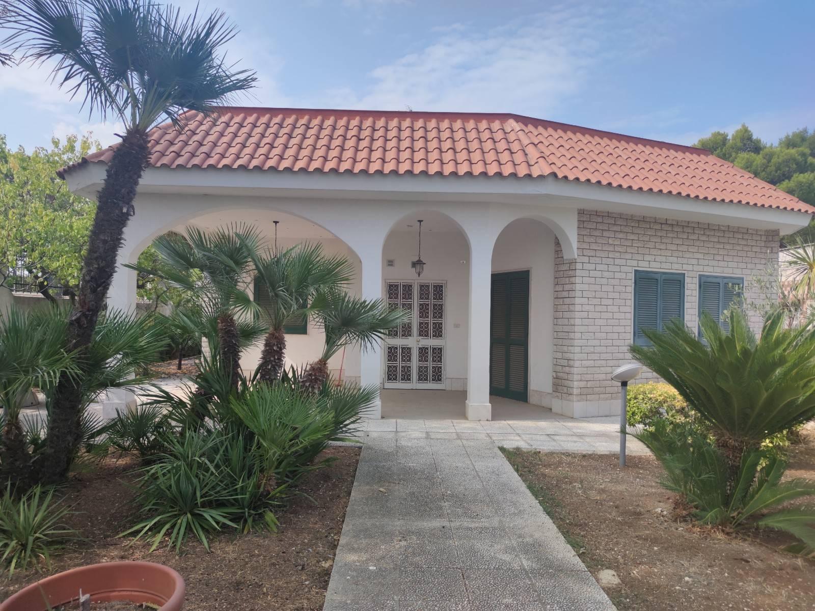 Villa in vendita a Giovinazzo, 5 locali, prezzo € 350.000 | CambioCasa.it