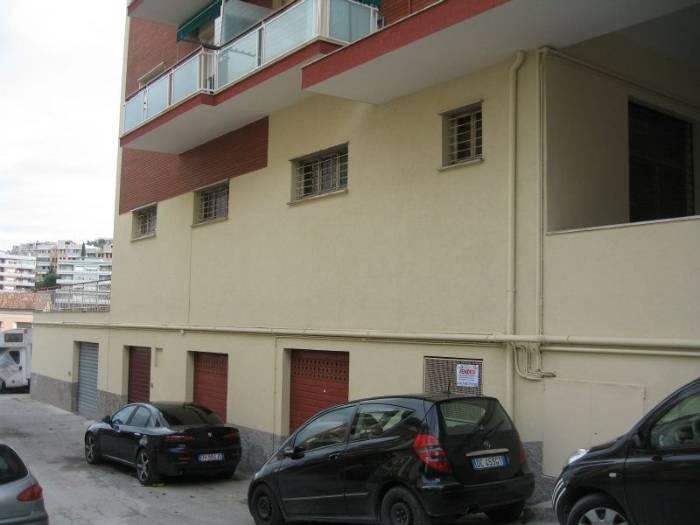 Magazzino in Via Fano 19, Grazie, Ancona