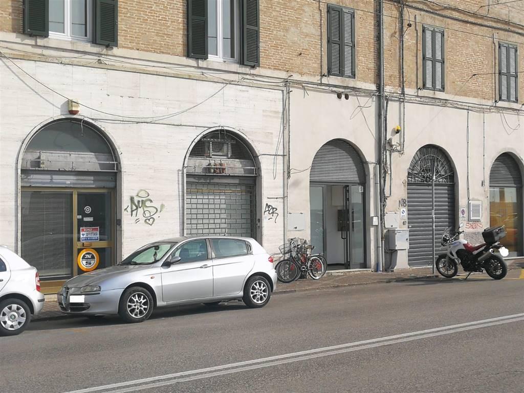 Negozio in Via Rupi Ventinove Settembre 8, Ancona