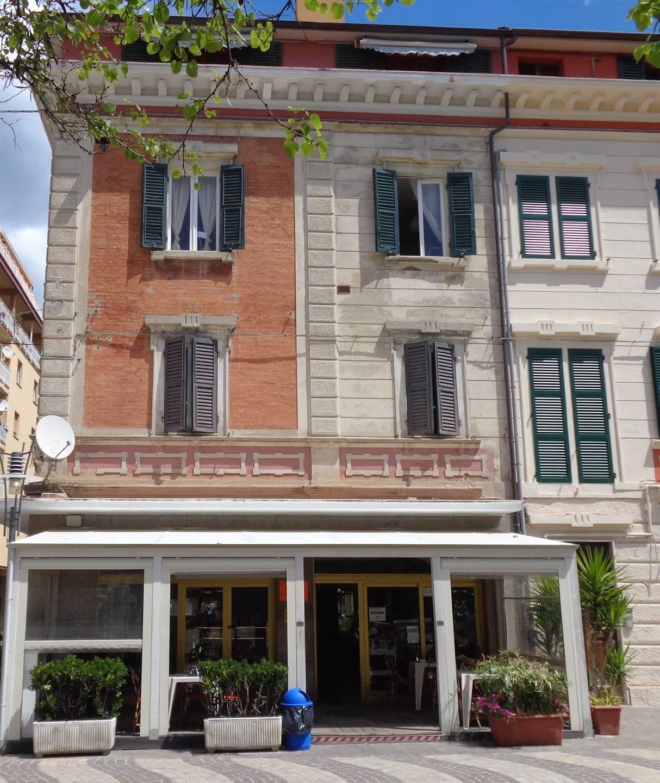 Ufficio / Studio in affitto a Falconara Marittima, 4 locali, zona Zona: Centro, prezzo € 500 | CambioCasa.it