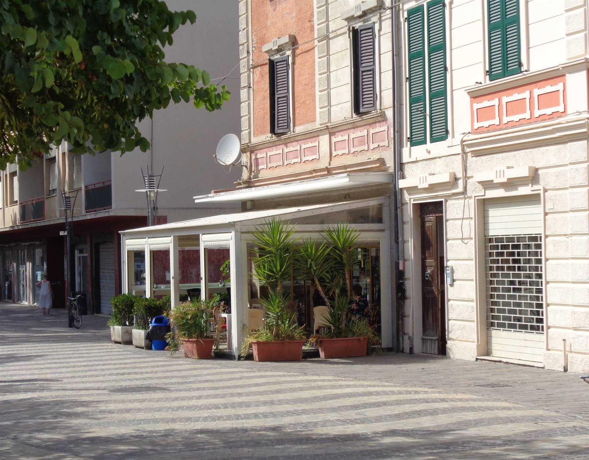 Negozio / Locale in affitto a Falconara Marittima, 2 locali, zona Zona: Centro, prezzo € 1.600 | CambioCasa.it