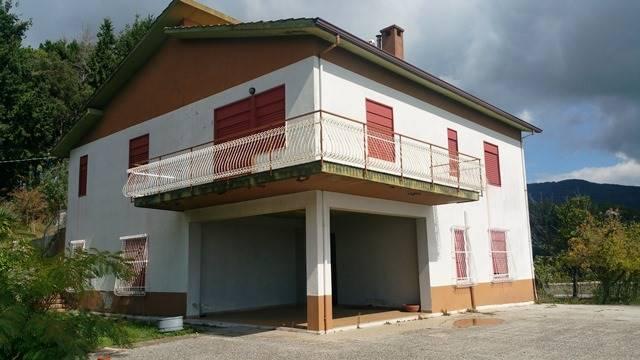 Villa in vendita a Lamezia Terme, 10 locali, zona Zona: Nicastro, Trattative riservate   CambioCasa.it
