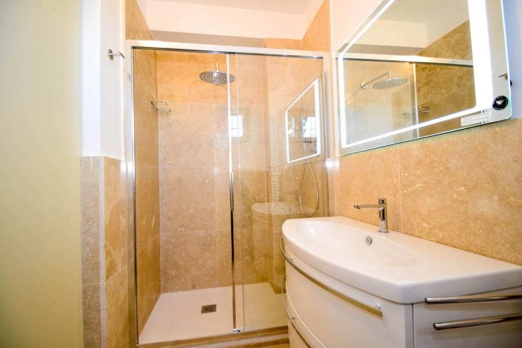 6257 052 bagno in cantina