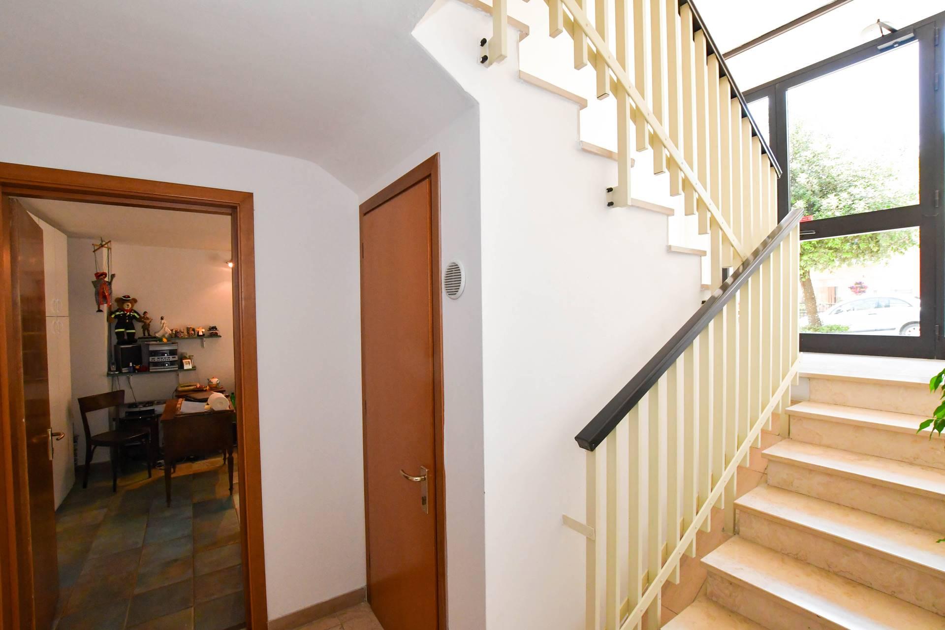 Acceso garage interno scale condominiali