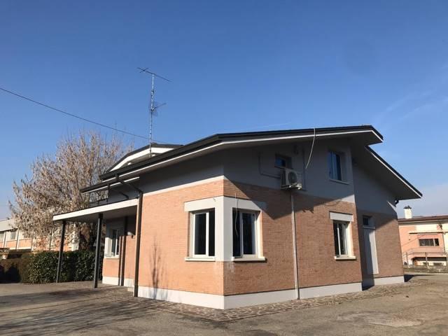 Capannone in affitto a Moglia, 9999 locali, Trattative riservate | CambioCasa.it