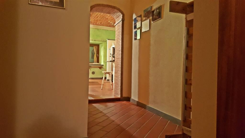 Trilocale, San Giusto, Prato, ristrutturato