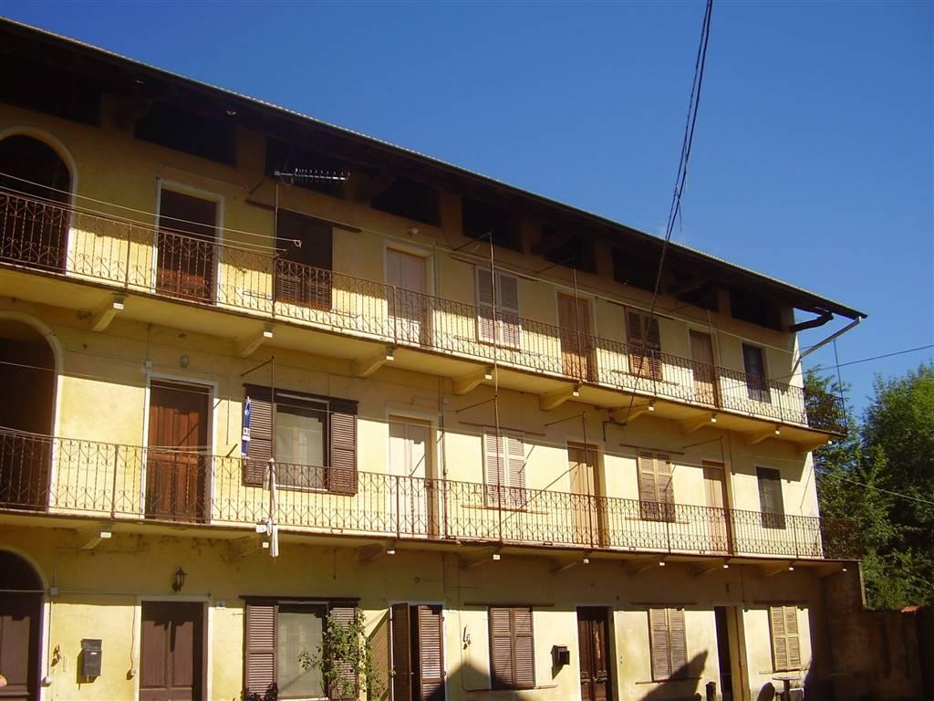 Rustico / Casale in vendita a Roasio, 10 locali, prezzo € 60.000 | CambioCasa.it