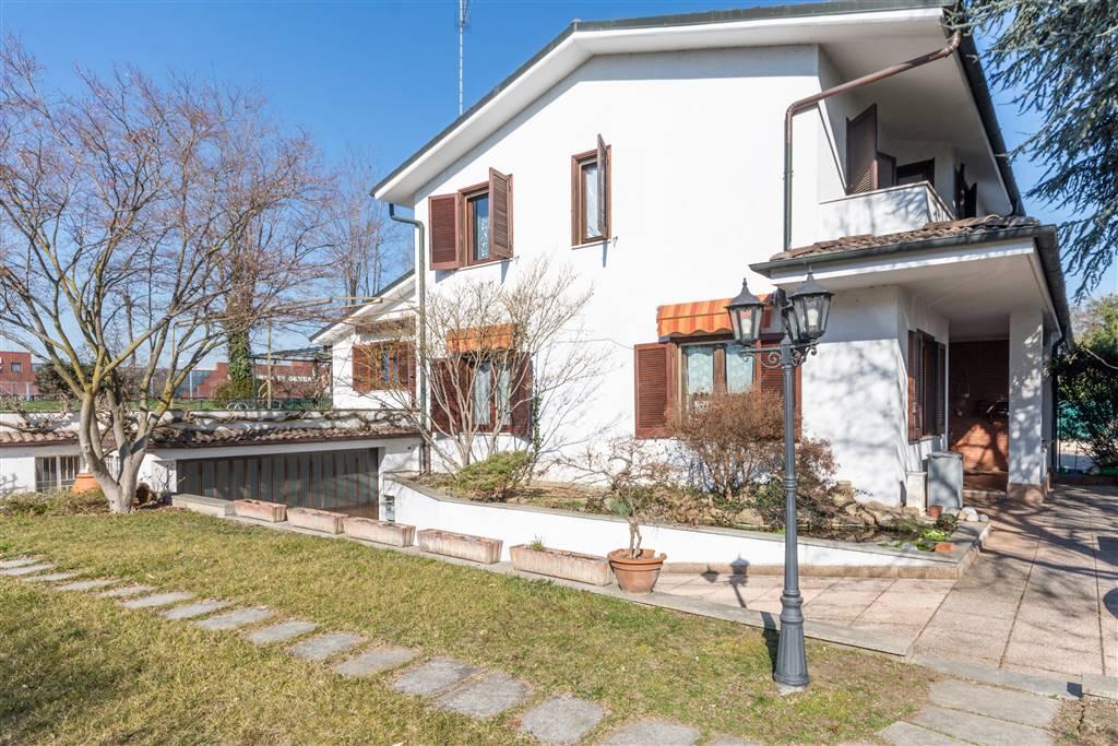 Villa bifamiliareaBELLINZAGO LOMBARDO