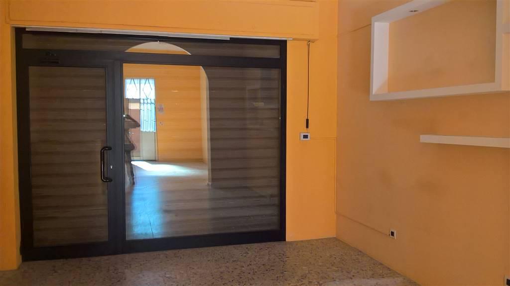 Negozio / Locale in affitto a Carugate, 2 locali, prezzo € 625   CambioCasa.it