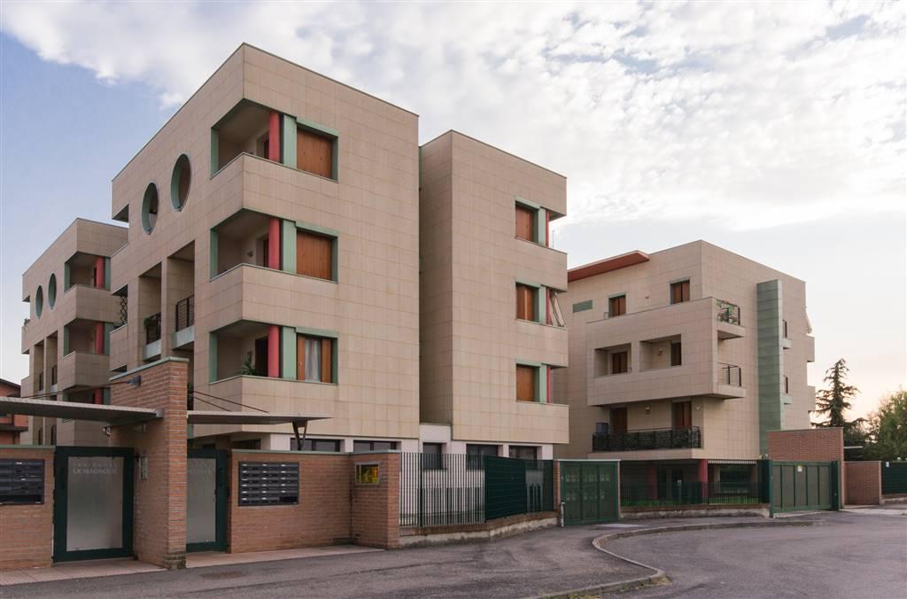 In un piccolo e recente contesto condominiale,proponiamo un ampio alloggio di due locali e servizi. La metratura ampia di questo appartamento sarà in