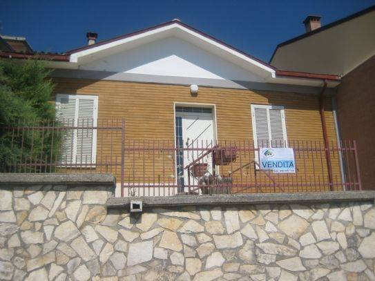 Casa semi indipendente in Via Roma, Magliano De' Marsi