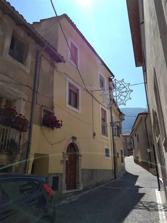 Appartamento indipendente in Piazza San Giovanni Snc, Civitella Roveto