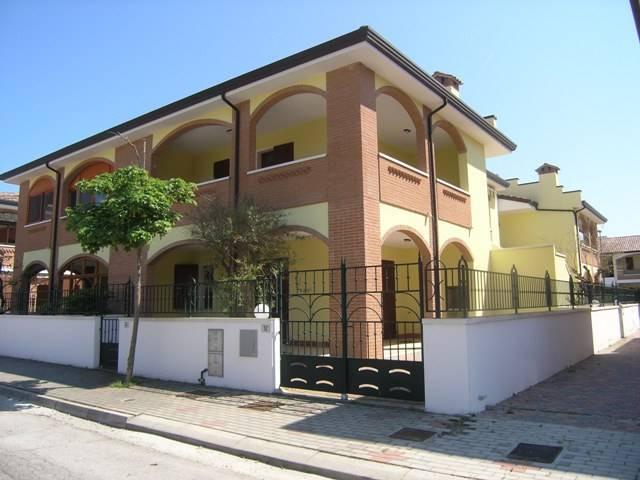 Villa a schiera, Lido Degli Scacchi, Comacchio, in nuova costruzione