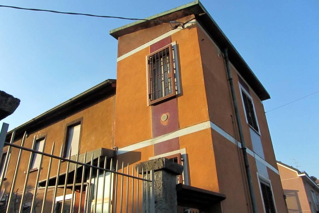 UBICAZIONE: Cassina de'Pecchi, in zona prossima al centro, comoda per MM2 e tutti i servizi. TIPOLOGIA: porzione di casa bifamiliare disposta su due