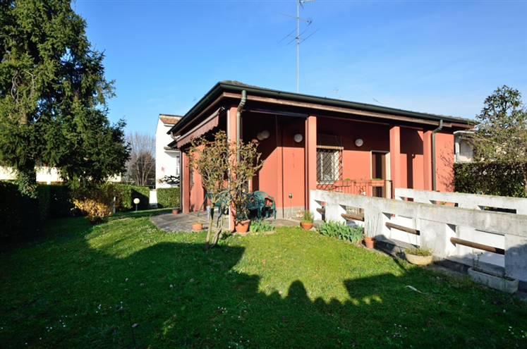 UBICAZIONE: Nella zona di Cassina de Pecchi-Camporicco-Zona Residenziale di sole Ville. TIPOLIGIA: Villa unifamiliare su unico livello abitativo