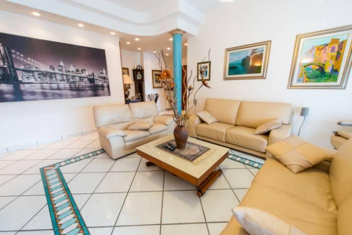 CENTRO, CASSINA DE'PECCHI, Wohnung zu verkaufen von 145 Qm, Beste ausstattung, Heizung Zentralisiert, Energie-klasse: F, Epi: 158,25 kwh/m2 jahr, am boden 5° auf 5, zusammengestellt von: 4 Raume,