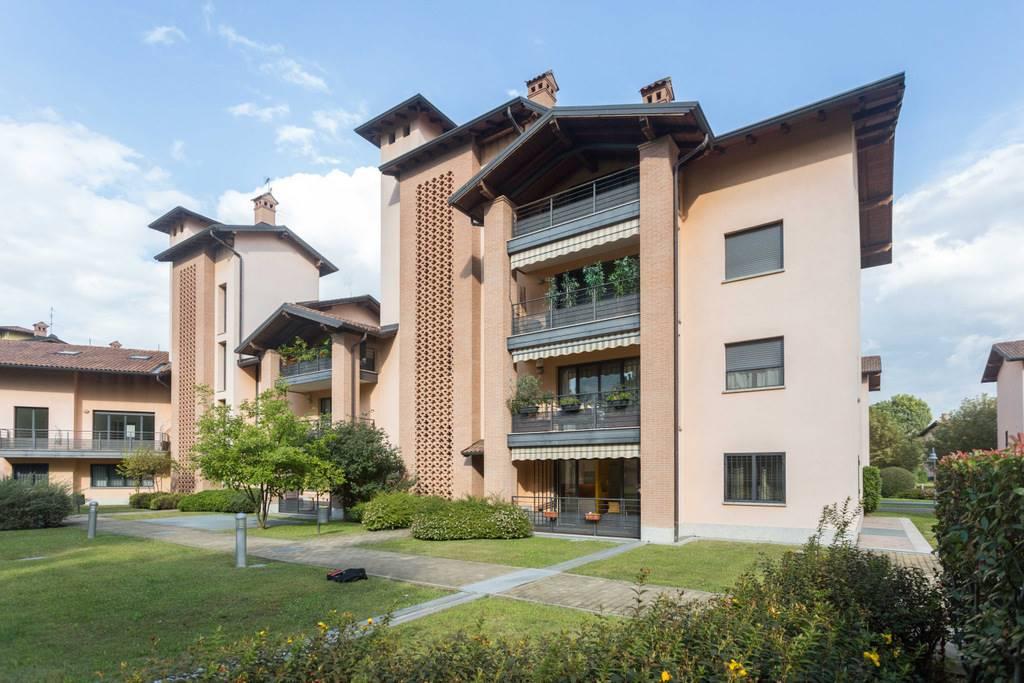 UBICAZIONE: Cassina de'Pecchi, zona Unes, all'interno del complesso residenziale Il Casale con ampio parco condominiale e piscina. TIPOLOGIA: