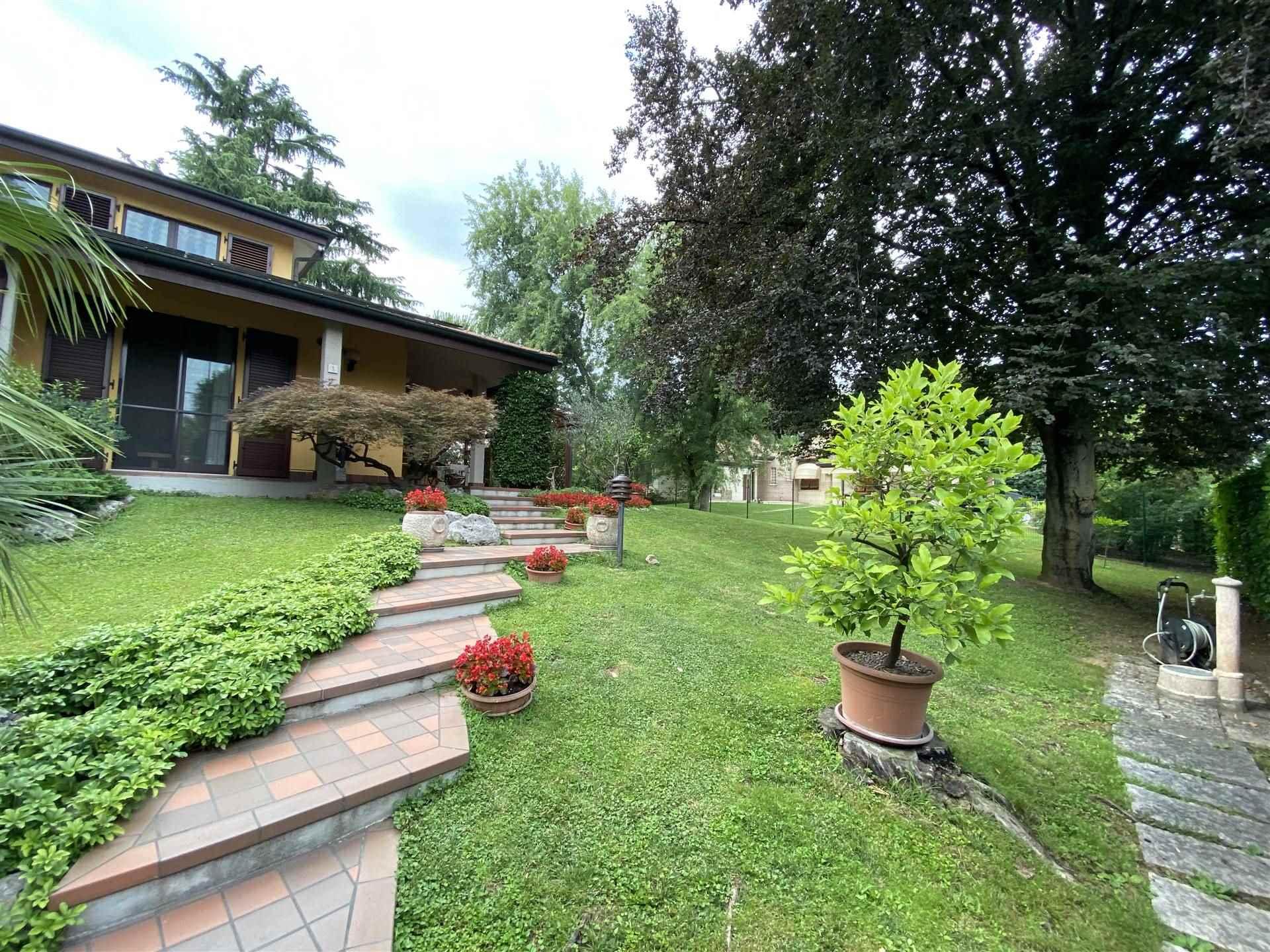 UBICAZIONE: Cassina de Pecchi - Zona Camporicco TIPOLOGIA: Villa singola - Ottima per due nuclei familiari DISPOSIZIONE: La villa, di ottima