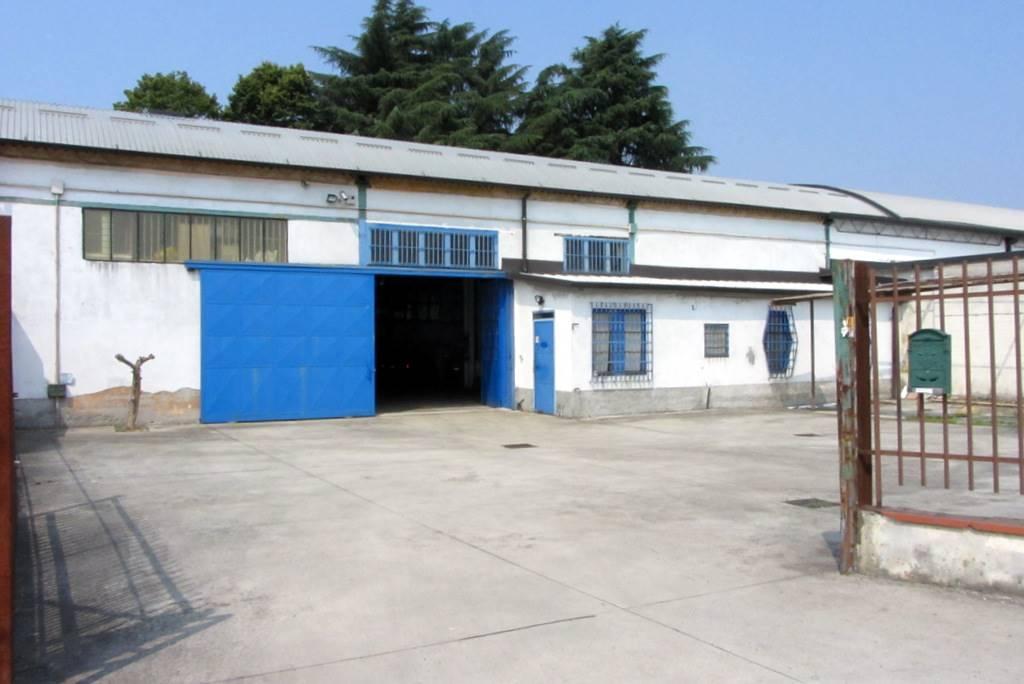 Cassina de'Pecchi, zona industriale: proponiamo in vendita, in zona di passaggio e nelle immediate vicinanze della SP Cassanese, capannone