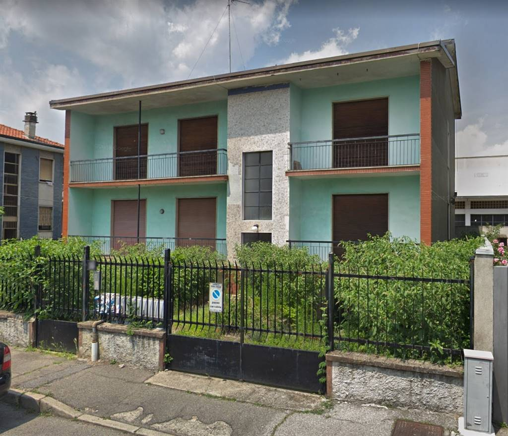 PIOLTELLO, Detached house for sale of 500 Sq. mt., Be restored, Heating Centralized, Energetic class: G, Epi: 300 kwh/m2 year, composed by: 10 Rooms,