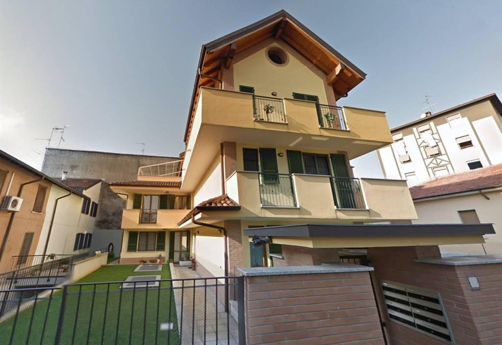 UBICAZIONE: Cassina de'Pecchi, in zona centro, comoda per tutti i servizi, a pochi passi dalla fermata della metropolitana. TIPOLOGIA: appartamento