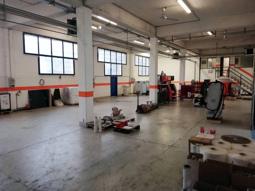 CERNUSCO SUL NAVIGLIO, in prossimità della stazione della MM2 di Villa Fiorita, proponiamo in vendita immobile costituito al piano terra da capannone industriale di 550 mq, con impianti recentemente