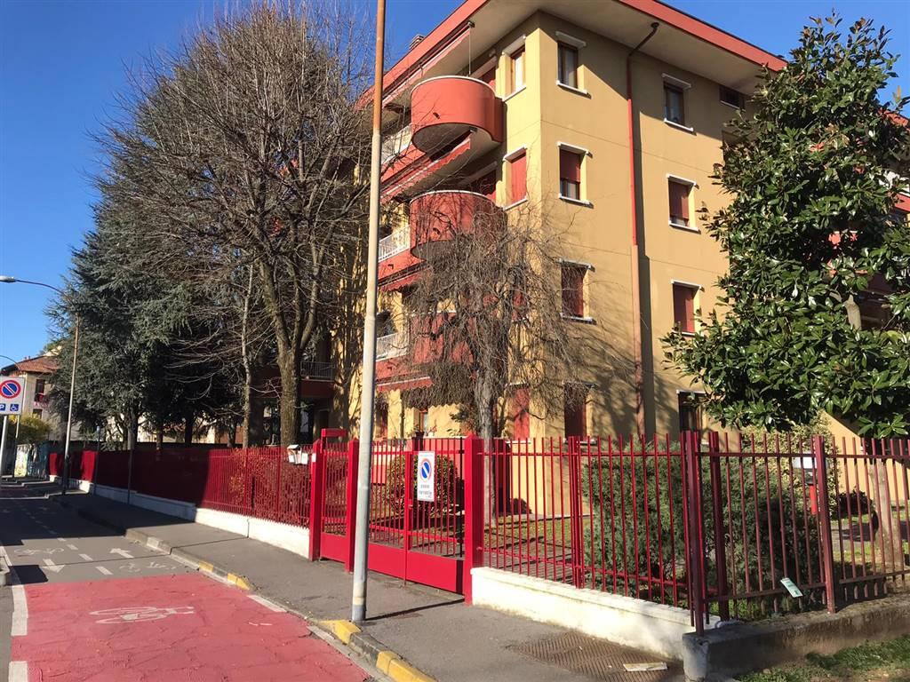 UBICAZIONE: Cassina de Pecchi - Via Venezia - a ridosso di tutti i servizi. Scuole, metropolitana, comune e negozi sono tutti raggiungibili a piedi.