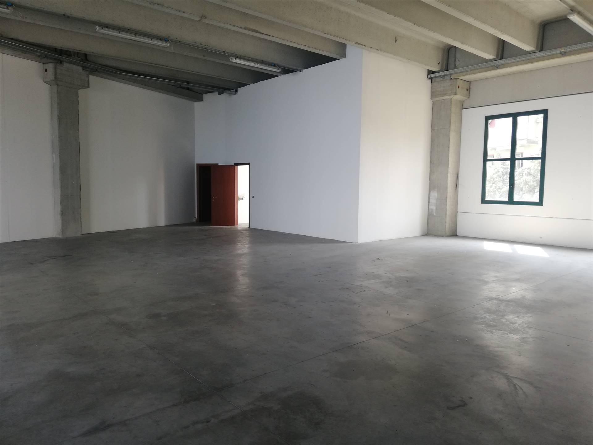 CERNUSCO SUL NAVIGLIO, Laboratory for sale of 340 Sq. mt., Excellent Condition, Heating Non-existent, Energetic class: G, placed at 1° on 1, composed by: 1 Room, 1 Bathroom, Price: € 225,000