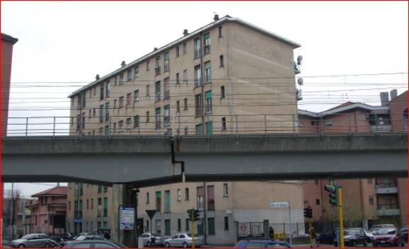 Appartamento di 37 mq composto da soggiorno con cucinino, una camera e un bagno, posto al 5° piano con ascensore di uno stabile condominiale costruito nel 1962. Dista circa 0,80 km dalla