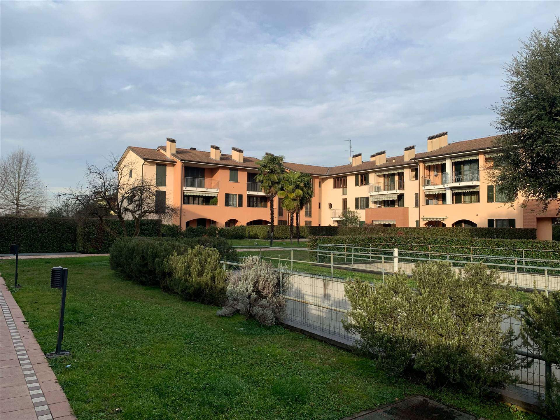 RONCO, CERNUSCO SUL NAVIGLIO, Apartment for sale of 53 Sq. mt., Excellent Condition, Heating Individual heating system, Energetic class: G, Epi: 300